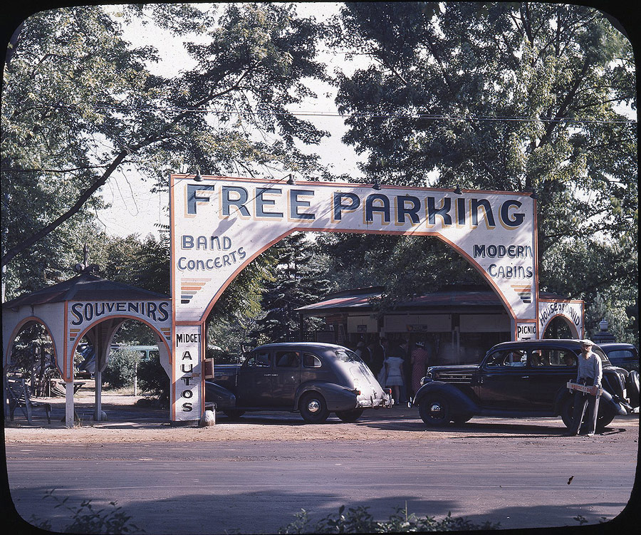Early visitors frequently arrived to the park via trolleys. But increasing numbers arrived in their own cars and made use of the free parking lot on Britain Avenue, in front of the Diamond House. The parking lot entrance, seen here in the early 1940s, features a series of arches. This was a form of architectural symbolism of the Israelite faith, representing the joining of the 5th and 6th churches to form the 7th.